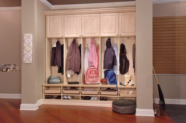 delta-closets-mud-room-organization-1