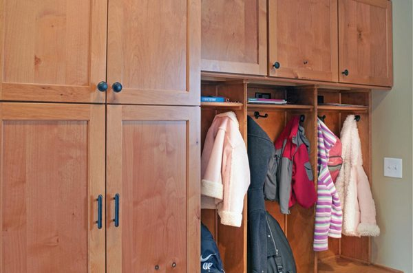 delta-closets-mud-room-organization-3